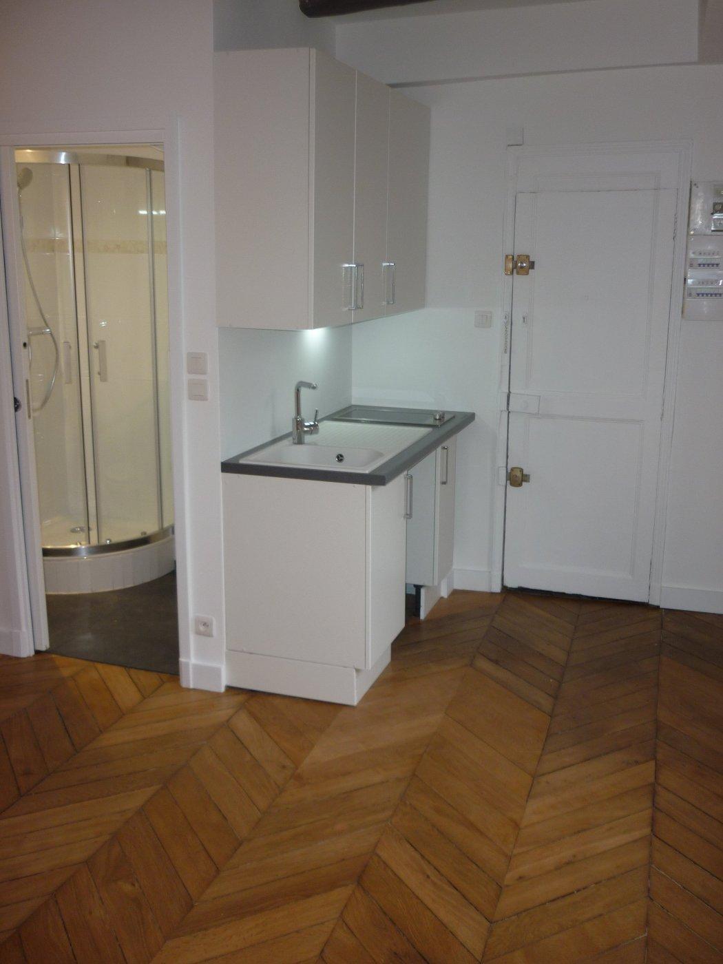 Location Appartement 1 pièces PARIS 75007